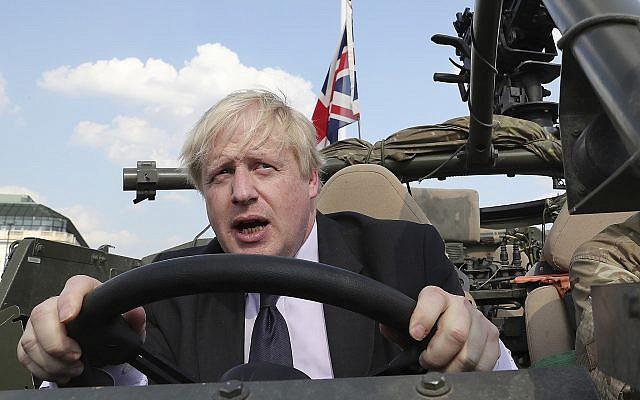 Le nouveau Premier ministre britannique Boris Johnson, à Varsovie, en Pologne, le 21 juin 2018. (Crédit : AP Photo/Czarek Sokolowski)