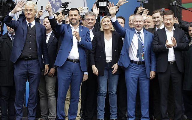 """De gauche à droite : Geert Wilders, chef du Parti de la Liberté néerlandais; Matteo Salvini, Jörg Meuthen, chef de l'AFD allemand, Marine Le Pen, Vaselin Marehki dirigeant du parti bulgare """"Volya"""", Jaak Madison de parti conservateur estonien, et Tomio Okamura, le président du parti tchèque Liberté et démocratie directe, participent à un rassemblement, organisé par Matteo Salvini, avec d'autres partis nationalistes européens, en vue des élections pour le Parlement européen, à Milan, le 18 mai 2019. (Crédit : Luca Bruno/AP)"""
