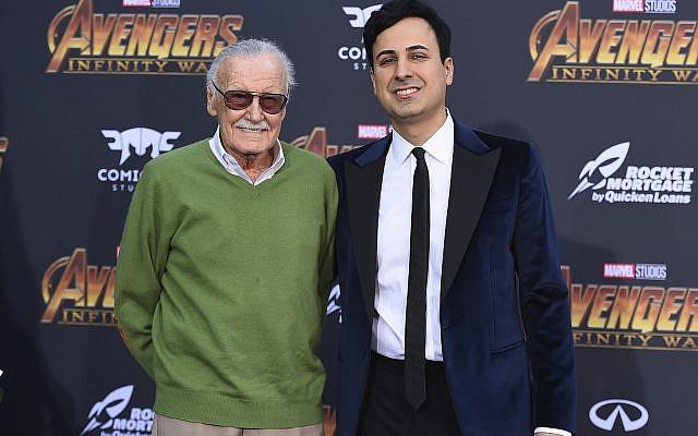 """Stan Lee, à gauche, et Keya Morgan arrivent à la Première du film """"Avengers: Infinity War"""" à Los Angeles, le 23 avril 2018 (Crédit : Jordan Strauss/Invision/AP, File)"""