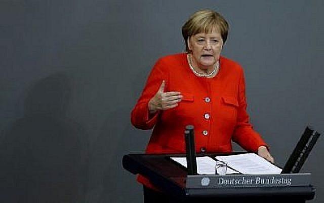 La chancelière allemande Angela Merkel prononce un discours lors d'une séance plénière du Bundestag, le 12 septembre 2018. (AP Photo/Markus Schreiber)