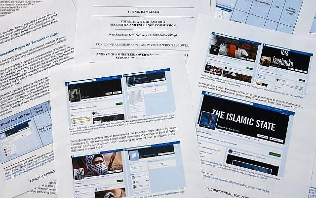 Pages Facebook obtenue par l'Associated Press auprès d'un lanceur d'alerte secret, le 7 mai 2019. (Crédit : Jon Elswick/AP)