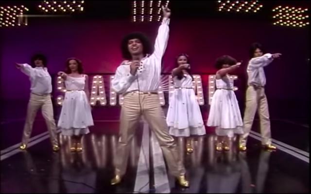 Izhar Cohen et le groupe Alphabeta interprétant la chanson «A-Ba-Ni-Bi» à l'Eurovision 1978, organisée à Paris. (Crédit photo : capture d'écran YouTube / Eurovision)