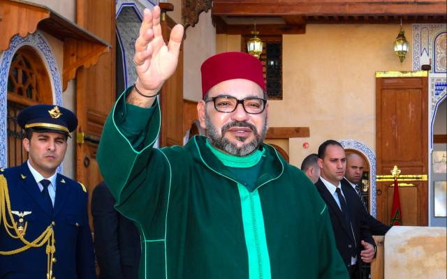 Le roi du Maroc, Mohammed VI, lors de la cérémonie de lancement des travaux de construction du musée de la culture juive de Fès et de restauration du musée Al Batha, consacré aux arts de l'islam. (Crédit photo : Twitter / @M_RoyalFamily)