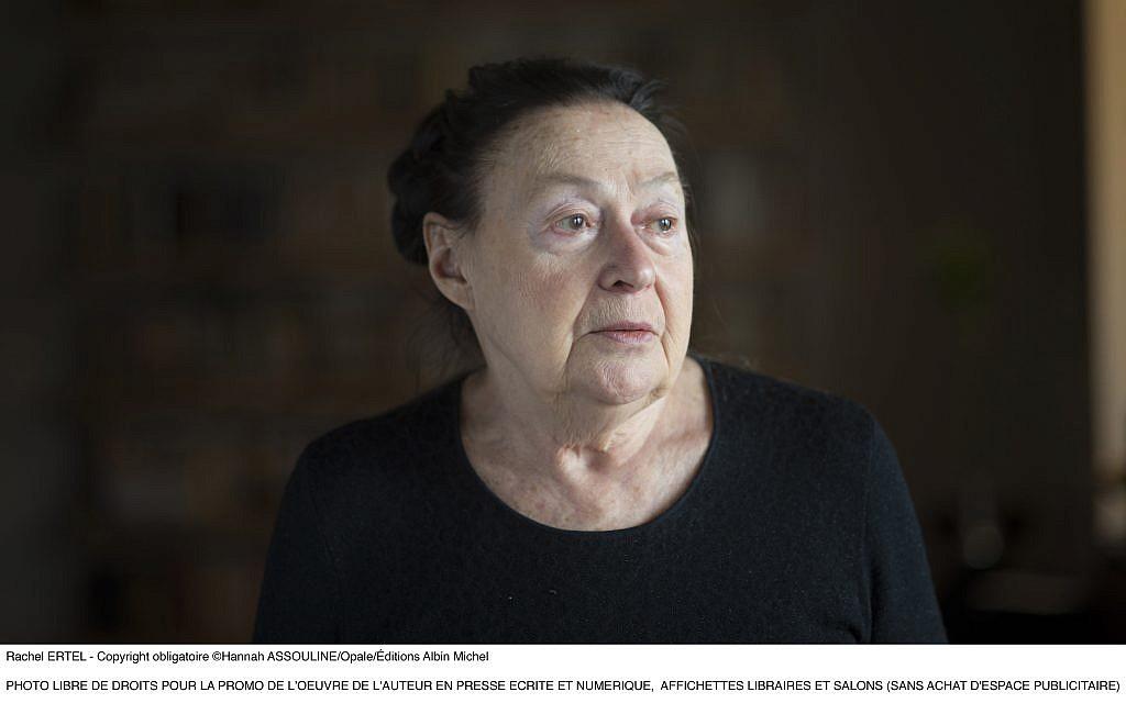 Portrait de Rachel Ertel a son domicilie, mars 2015 (Crédit : Hannah ASSOULINE/Opale/ƒditions Albin Michel)
