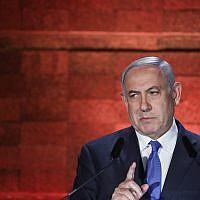 Le Premier ministre Benjamin Netanyahu prend la parole lors d'une cérémonie tenue au mémorial de Yad Vashem à Jérusalem, alors qu'Israël célèbre Yom HaShoah, la Journée annuelle de commémoration de la Shoah, le 1er mai 2019. (Noam Rivkin Fenton/Flash90)