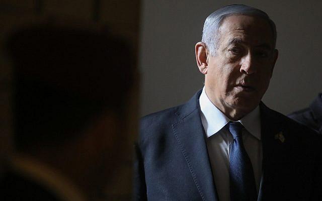 Le Premier ministre Benjamin Netanyahu lors d'une cérémonie de commémoration au cimetière militaire du mont Herzl à Jérusalem, le 8 mai 2019 (Crédit :  Marc Israel Sellem/Pool/Flash90)