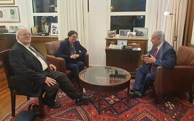 Le Premier ministre Benjamin Netanyahu, (à droite), rencontre la présidente de la Cour suprême Esther Hayut et le vice-président Hanan Melcer, au bureau du Premier ministre à Jérusalem, le 28 mai 2019. (Autorisation)