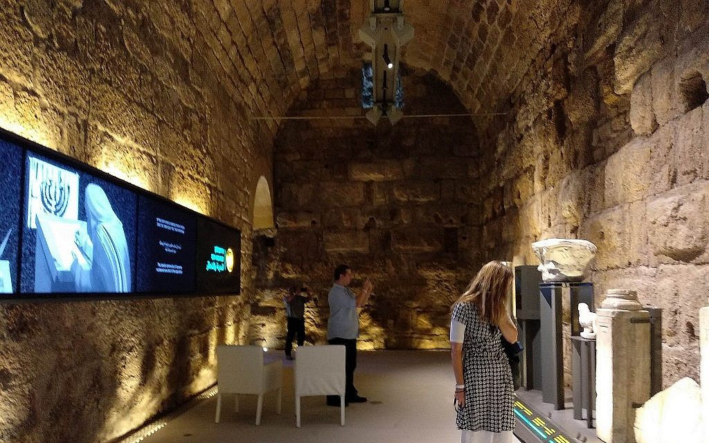 L'une des pièces à découvrir dans le centre touristique du roi Hérode qui vient de s'ouvrir dans le parc national de Césarée, le 29 mai 2019 (Crédit : Melanie Lidman/Times of Israel)