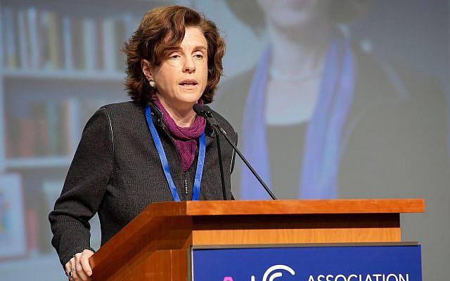 Maud Mandel, présidente du Williams College, lors d'une conférence de l'Association d'études juives à Boston, en décembre 2018. (Crédit : Tim Correira)