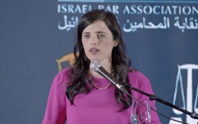 La ministre de la Justice Ayelet Shaked donne une conférence à Eilat le 27 mai 2019. (Crédit : capture d'écran Facebook)