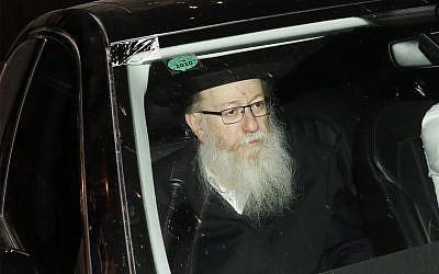 Le vice-ministre de la Santé, Yaakov Litzman, leader du parti religieux Agoudat Israel, arrive à Jérusalem pour une rencontre avec le Premier ministre Benjamin Netanyahu, le 26 mai 2019. (Noam Revkin Fenton/Flash90)