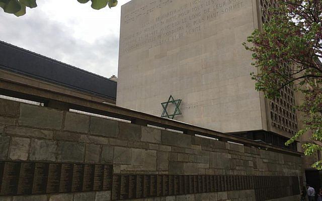 Le mémorial de la Shoah de Paris, le 22 avril 2019. (Crédit : Stéphanie Bitan/Times of Israël)