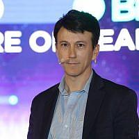 Le docteur Daniel Kraft, président de la faculté de médecine à la  Singularity University et fondateur et président d'Exponential Medicine au sommet d'aMoon, à Neve Ilan, le 13 mai 2019 (Crédit : Fabian Koldorff)