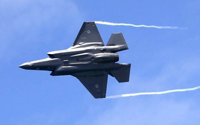 Un avion de combat israélien F-35 en démonstration lors d'un spectacle aérien à Tel Aviv le 9 mai 2019, alors qu'Israël célèbre son 71e anniversaire d'Indépendance. (Jack Guez/AFP)