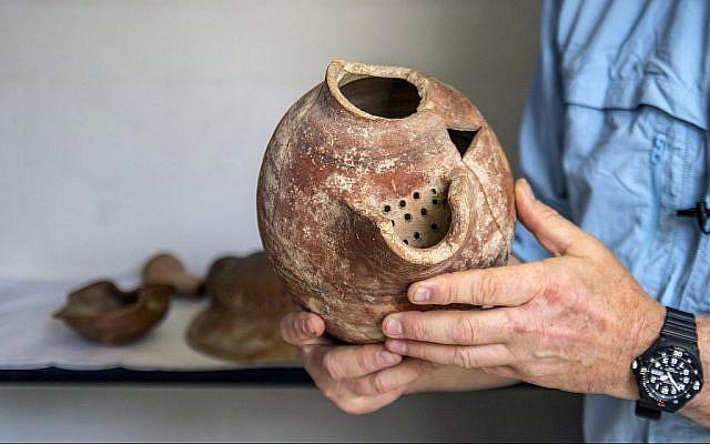 Une cruche de bière des fouilles archéologiques de Tel Tzafit/Gath, d'où la bière philistine était produite. (Yaniv Berman/ Crédit: Autorité des Antiquités d'Israël)