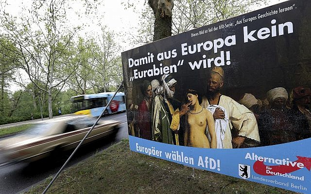 Sur cette photo du 29 avril 2019, une affiche de campagne électorale du parti de l'Alternative pour l'Allemagne (AfD) est exposée à proximité d'une route à Berlin, en Allemagne. (AP Photo/Michael Sohn)