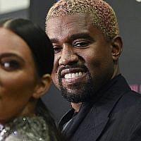 """Kanye West et sa femme Kim Kardashian West participent à la première de la comédie musicale """"The Cher Show"""" au Neil Simon Theatre, le 3 décembre 2018 à New York. (Evan Agostini/Invision/AP)"""