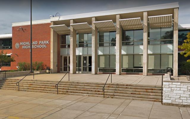 Le lycée Highland park est l'un des deux établissements de la banlieue de Chicago qui a arrêté de distribuer des albums de classe à cause d'une contenu discutable. (Google Street View)