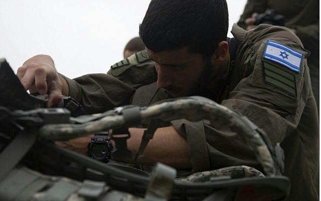 Le sergent Nir Bitan participe à une compétition américaine de photographie de guerre à Quantico, en Virginie, en mai 2019. (Crédit: armée israélienne)