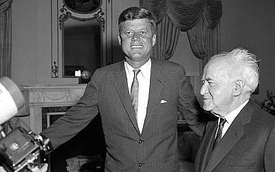 Le président américain John F. Kennedy and le Premier ministre israélien David Ben-Gurion se rencontrant pour dialoguer aux Tours Waldorf en 1961 (Walter Kelleher/NY Daily News via Getty Images, JTA)