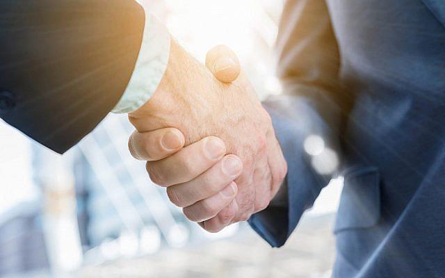 Illustration d'une poignée de main. (stnazkul; iStock by Getty Images)