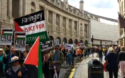 Des manifestants pro-palestiniens traversent Regent Street, à Londres, le 11 mai 2019 (Capture d'écran : Twitter)