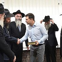Vlodymyr Zelensky, le président élu ukranien rencontre des rabbins à Kiev, en mai 2019. (Crédit : Jewish Community of Dnepro/ via JTA)