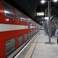 Le quai de la gare ferroviaire Yitzhak Navon, Jérusalem, qui fait rouler des trains électriques à destination et en provenance de Tel Aviv, le 20 septembre 2018. (AFP / THOMAS COEX)