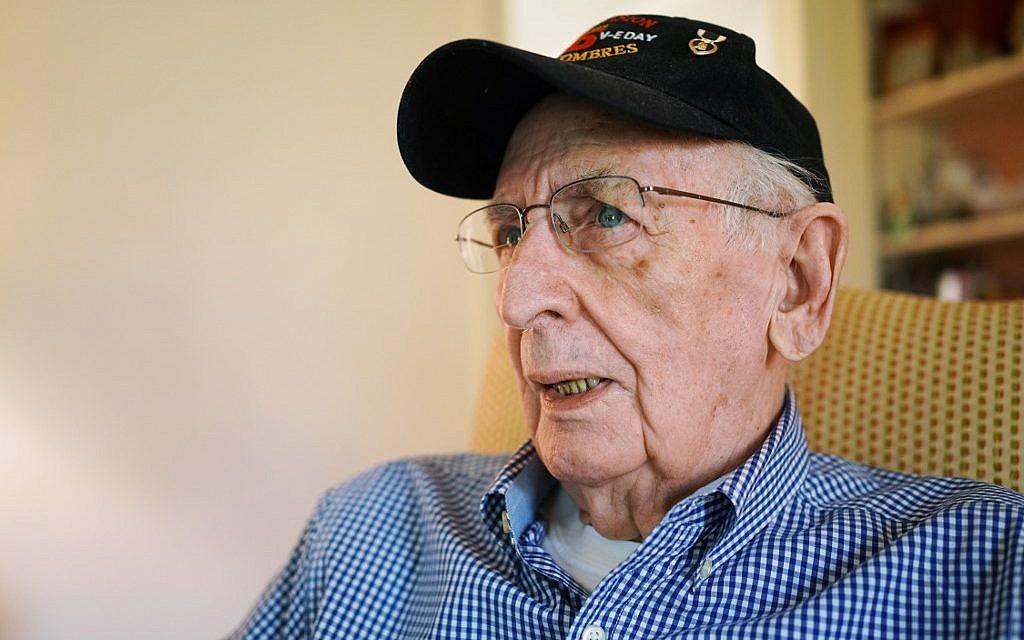 Le vétéran du débarquement en Normandie Bill Sisk durant une interview avec l'AFP,à son domicile de Lynchburg, en Virginie, le 29 aril 2019. (Crédit : MANDEL NGAN / AFP)