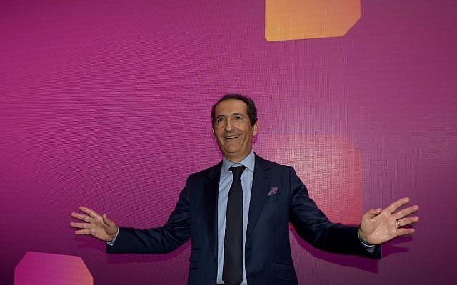 Patrick Drahi, à Paris. (Crédit : ERIC PIERMONT / AFP)