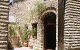 Entrée du patio de la synagogue de Cordoue. (Crédit photo : Américo Toledano / Wikipédia / CC BY-SA 3.0)