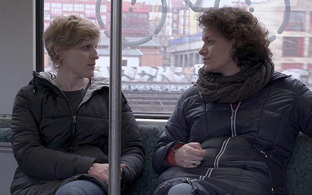 """Gil Levanon (à gauche) et Kat Rohrer sont à l'origine de """"Back to the Fatherland"""", un documentaire sur les Israéliens qui retournent en Allemagne et en Autriche. (First Run Features)"""
