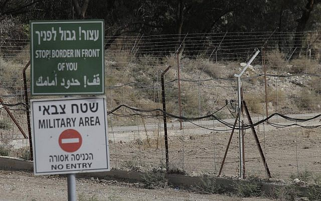 La frontière entre Israël et la Jordanie, dans la vallée du Jourdain, dans le nord d'Israël, le 22 octobre 2018. (Photo AP / Ariel Schalit)