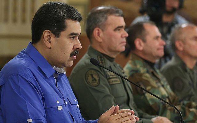 Le président vénézuélien Nicolas Maduro pendant un discours télévisé au palais présidentiel de Miraflores à Caracas, au Venezuela, le 30 avril 2019. (Crédit : Miraflores Press Office via AP)