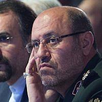 Le ministre iranien de la Défense de l'époque   Hossein Dehghan, à droite, en Russie, à la conférence de Moscou sur la sécurité internationale, le 26 avril 2017 (Crédit : AP/Ivan Sekretarev)