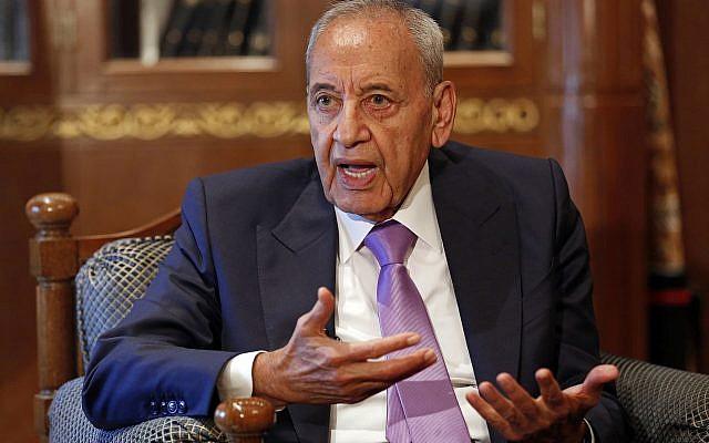 Le président du parlement libanais Nabih Berri lors d'un entretien avec l'Associated Press à Beyrouth, au Liban, le 11 mai 2018 (Crédit : AP/Hussein Malla)