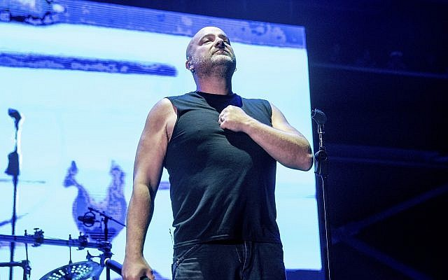 David Draiman du groupe Disturbed en concert à Columbus, dans l'Ohio, le 18 mai 2019. (Crédit : Amy Harris/Invision/AP)