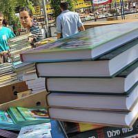 Photo d'illustration d'une vente de livres à Jérusalem, le 15 juin 2011 (Crédit : Nati Shohat/Flash90)