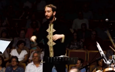 Capture d'écran d'une vidéo d'un concert de Tom Cohen. (Crédit : YouTube)