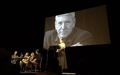 Ce 17 juin, au théâtre de l'Odéon, à Paris, une soirée était organisée en hommage à l'écrivain israélien Amos Oz. (Crédit photo : @DeniseSarah / Twitter)