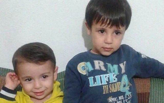 Cette photo prêtée par Tima Kurdi montre Aylan Kurdi, à gauche, et son frère Galib Kurdi (Autorisation : Tima Kurdi /The Canadian Press via AP)