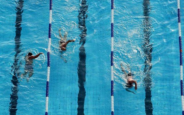 Photo d'illustration d'une piscine (Crédit : Moshe Shai/Flash90)