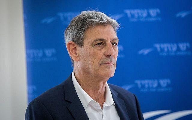 L'ancien directeur du Mossad Ram Ben-Barak à la Knesset; le 15 janvier 2018 (Crédit : Yonatan Sindel/Flash90)