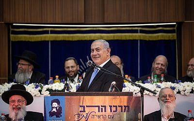 Le Premier ministre Benjamin Netanyahu prend la parole lors de la célébration de Yom Yeroushalayim à la Yeshiva Merkaz HaRav à Jérusalem, le 2 juin 2019. (Aharon Krohn/Flash90)