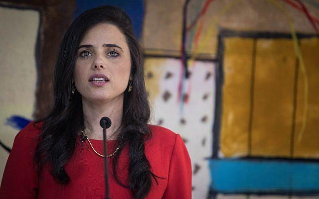 Ayelet Shaked s'exprimant lors de sa cérémonie d'adieu, dans les locaux du ministère de la Justice à Jérusalem, le 4 juin 2019. (Hadas Parush / Flash90)