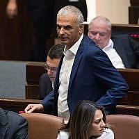 Le ministre des Finances Moshe Kahlon à la Knesset, le parlement israélien, le 12 juin 2019 (Crédit : Yonatan Sindel/Flash90)