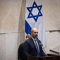 Amir Ohana, le nouveau ministre israélien de la Justice, prêtant serment à la Knesset, à Jérusalem, le 12 juin 2019. (Yonatan Sindel / Flash90)