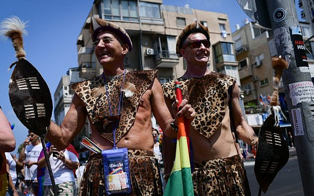 Des participants à la Gay Pride annuelle à Tel Aviv, le 14 juin 2019 (Crédit : Tomer Neuberg/Flash90)