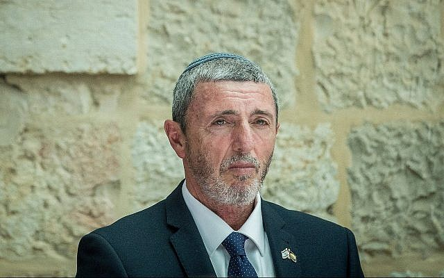 Le ministre de l'Education Rafi Peretz à la cérémonie d'investiture au ministère de Jérusalem, le 26 juin 2019. (Crédit : Yonatan Sindel/Flash90)