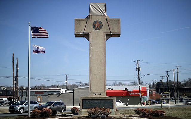 """Une """"croix de la paix"""" de 12 mètres de haut dans le Maryland en hommage aux soldats de la Première Guerre mondiale. (Chip Somodevilla/Getty Images)"""